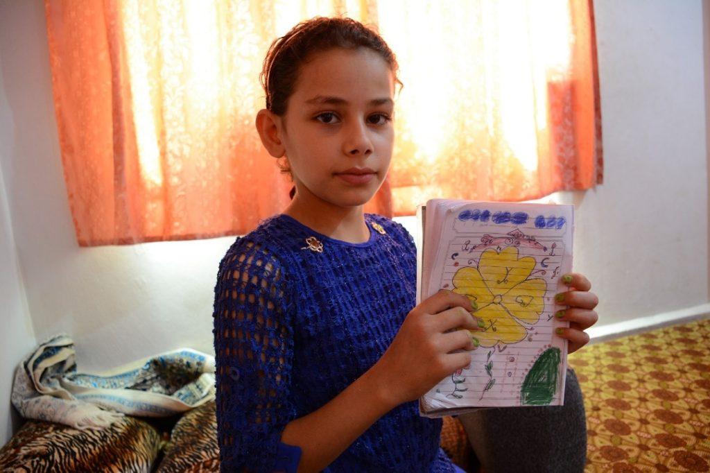 Ghozlan jde ve škole přírodověda, ale také krásně kreslí. Foto Mahmúd Šabíb, CARE